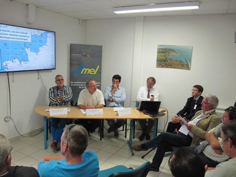 Patrice Pillet, Président du SMEL, entouré des vice-présidents, Mr Jacques Fenien à gauche et Mr Aussant à droite, évoque le SMEL dans le cadre de la régionalisation (@SMEL).