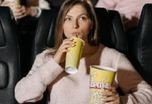 couple eating cinema popcorn