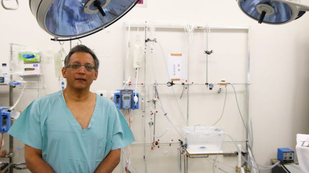 Associate Professor Kumud Dhital from the Victor Chang Cardiac Research Institute with the purpose-built liver transplant machine.