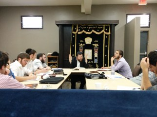 Rabbi Chazan giving a Shiur