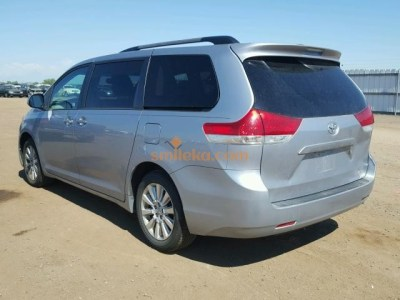 Clean Direct Tokumbor 2013 Toyota Sienna with full Option