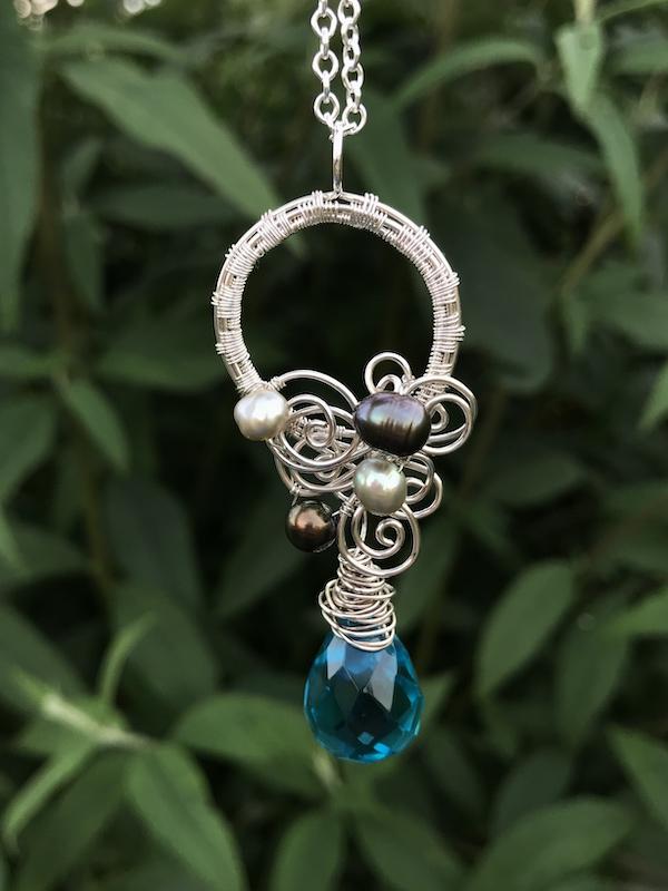 Håndflettet akvamarin halskæde