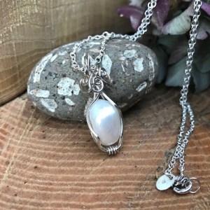 Sølvhalskæde med stor perle