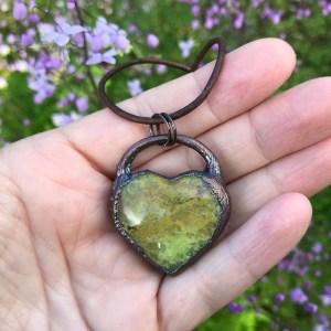 Hjertehalskæde med grøn opal