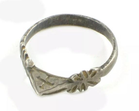13th Century Finger Ring, Plean