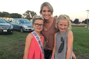 Little Miss Logan County smiling with her sister and mom