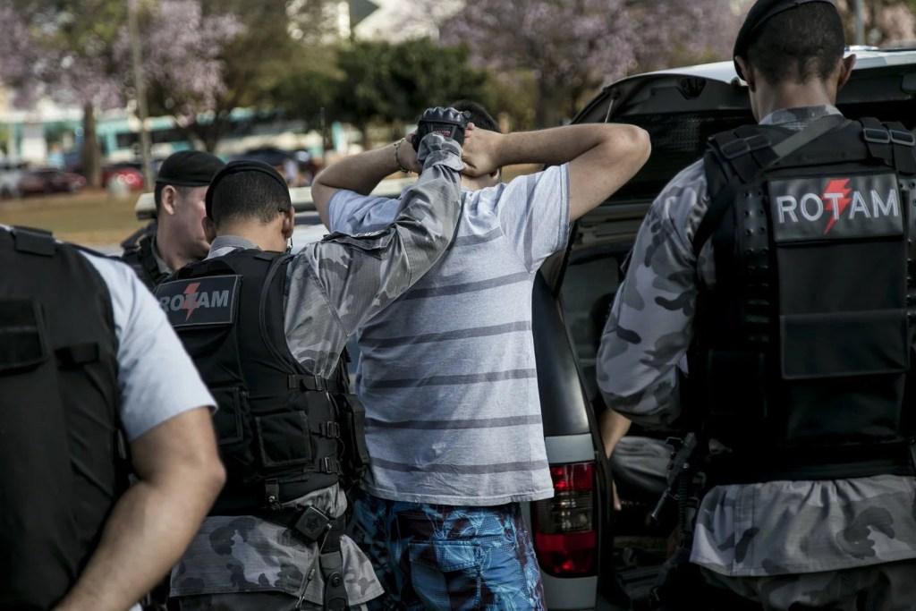 27287327106 a0d6099482 k 1024x683 Marcha da Maconha Brasília: repressão agressiva e desnecessária da polícia