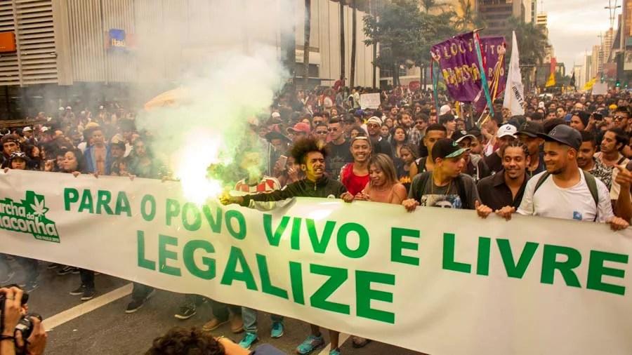 Marcha da maconha sp 250 mil as ruas para regular maconha Dez anos da Smoke Buddies: a história da brisa à ideia