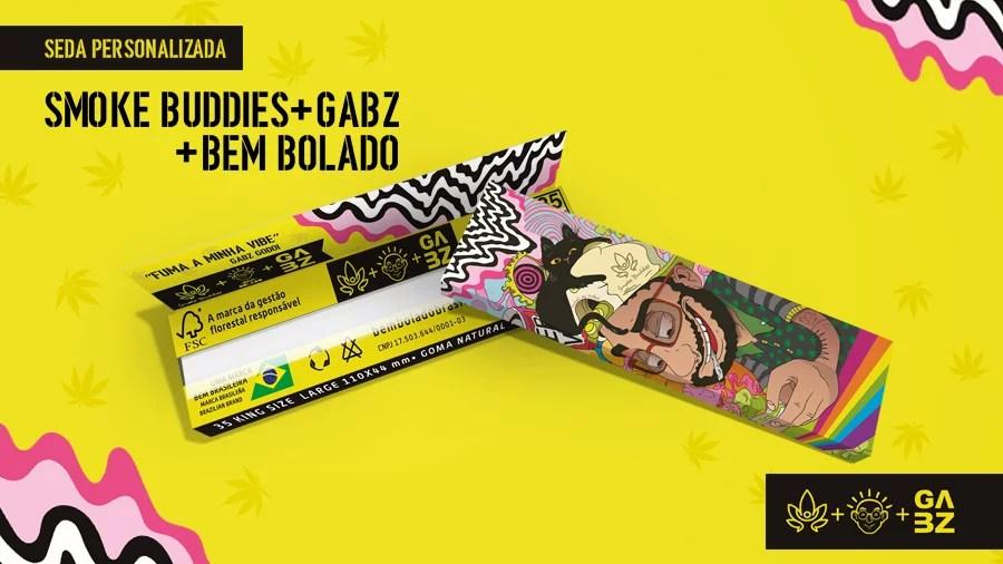 Capa Seda Smoke Buddies Smoke Buddies, Gabz e Bem Bolado criam seda comemorativa