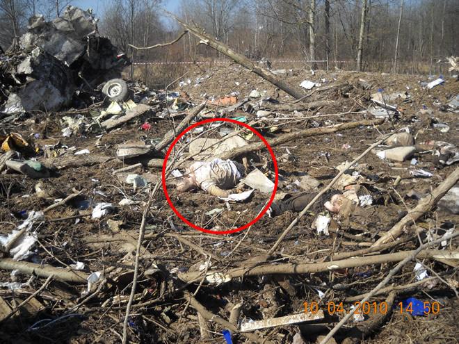 Ofiara katastrofy Smoleńsk w miejscu katastrofy.