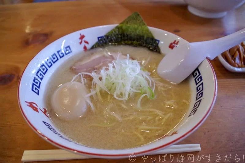 「塩味たまラーメンのとんこつスープ」(¥780)