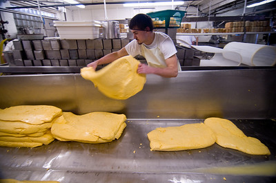 Cheddaring Cheese – the process | The Master Cheesemakers of