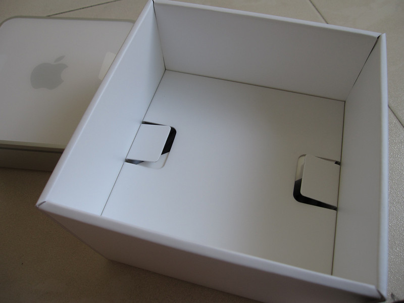 Unboxing Apple Mac Mini 2009