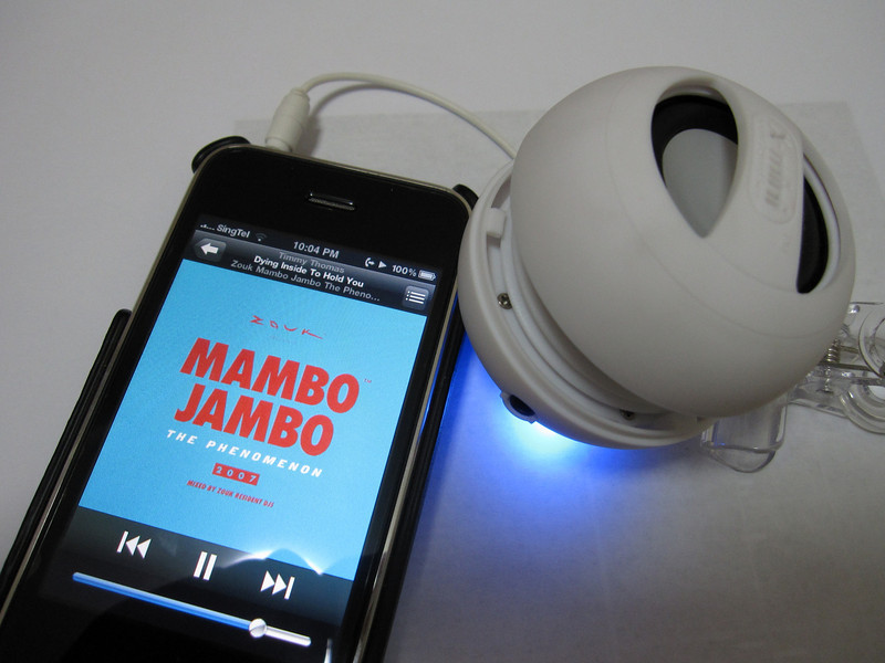 X mini II Capsule Speaker with iPhone
