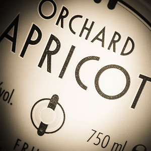 R&W Orchard Apricot label (detail), photo © 2014 Douglas M. Ford