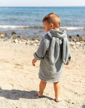 Badjasje met rits - jongen op strand