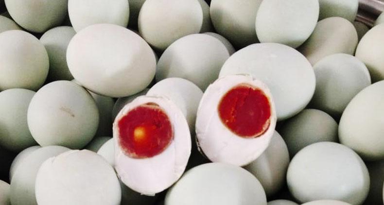 Agen telur bebek mentah dan asin Cikarang