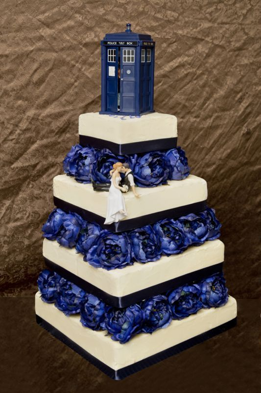 12 Doctor Who Wedding Cakes For A Wedding Photo   Doctor Who Themed     TARDIS Wedding Cake