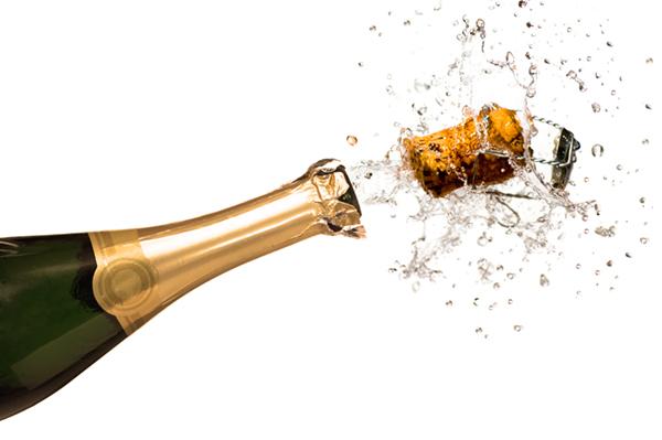 kurk knalt uit champagnefles