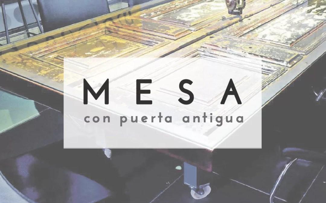 MESA CON PUERTA DE MADERA