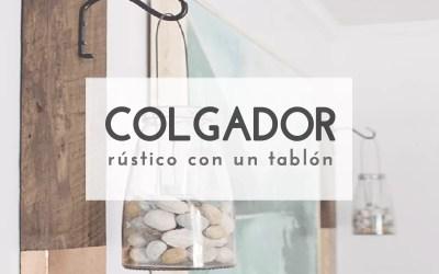 COLGADOR CON UN TABLÓN DE MADERA