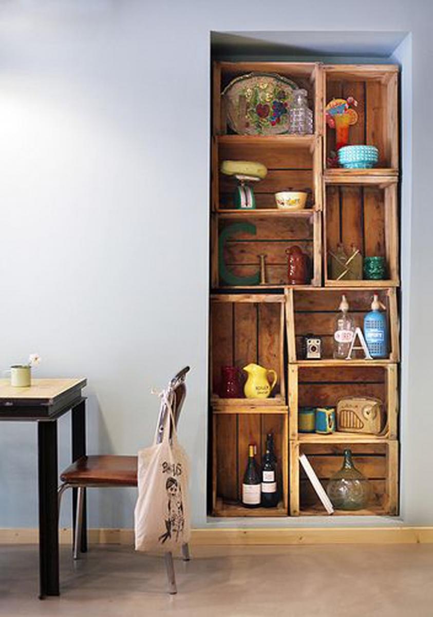 estantes-con-cajas-de-madera-de-estilo-rustico (1)