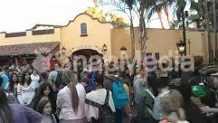Villa,Theme Park,Protest,Person,Parade,Paparazzi,Market,Human,Crowd,Carnival,Building,Bazaar,Audience,Amusement Park