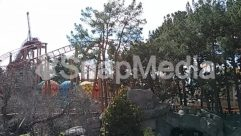 Adventure, Amusement Park, Animal, Building, Coaster, Construction Crane, House, Housing, Leisure Activities, Outdoor Play Area, Outdoors, Plant, Play Area, Playground, Roller Coaster, Theme Park, Tree, Villa, Water, Water Park, Zoo