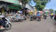 Machine, Wheel, Human, Person, Helmet, Clothing, Apparel, Bicycle, Bike, Vehicle, Transportation, Motorcycle, Motor, Motor Scooter, Vespa