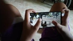 Electronics, Mobile Phone, Phone, Cell Phone, Video Gaming, Computer, Screen, Finger, game, PUBG, game player, rilex