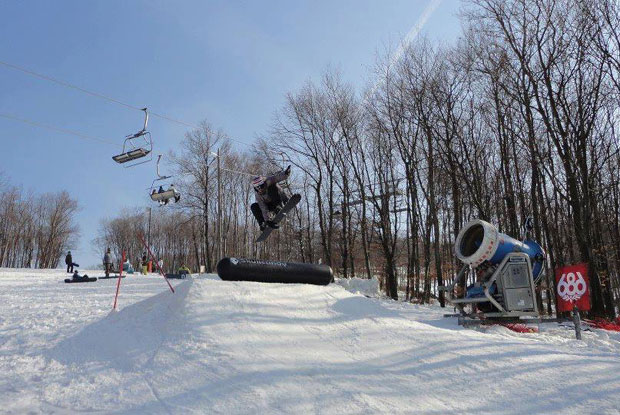 Koni más hangszeren is játszik: egy kis snowboard :P