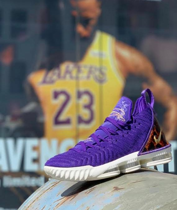buy online a20a6 f25b2 Nike Releases The Court Purple Lebron 16 King Just In Time ...