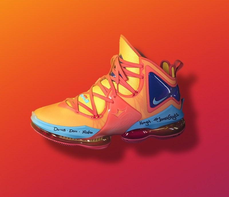 Nike LeBron 19 Toon Squad