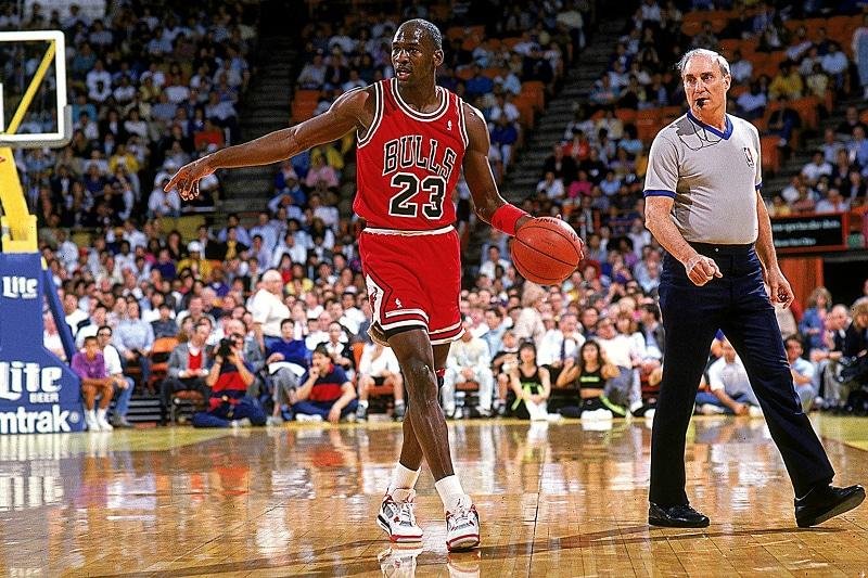 Michael Jordan, avec ses Air Jordan IV aux pieds