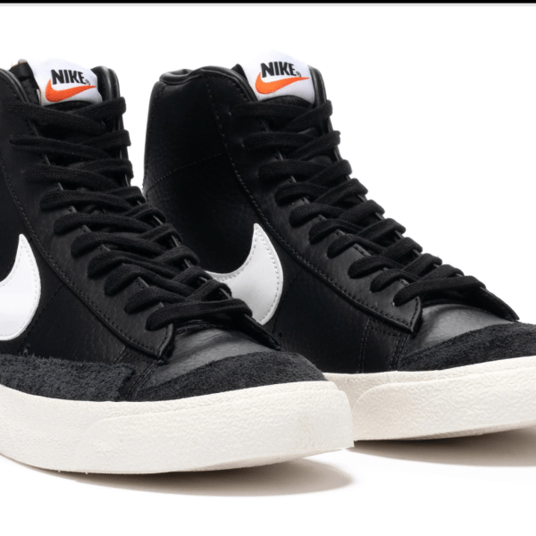 Nike Blazer Mid '77 in black and white. Features a textured rubber toe bumper, ventilation eyelets and a vulcanized rubber outsole.