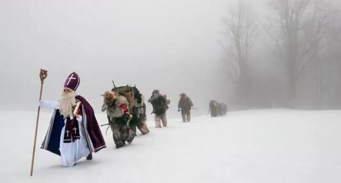 Krampus in de sneeuw. Fotograaf onbekend