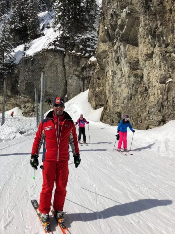 Ook ik kwam hier op mijn skis naar beneden. Maar huh, ik zag je toch net op snowboard? Yes, ik deed Les Cascades zelfs twee keer!