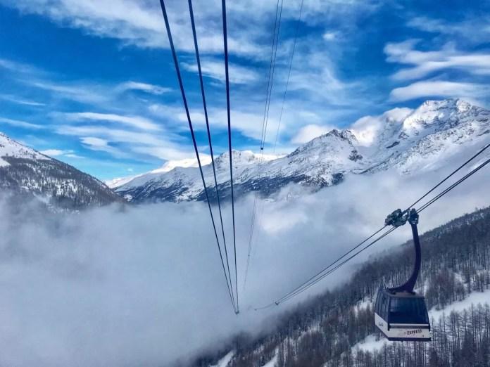 In het dorp dichte mist, maar boven op de berg is het prachtig zonnig