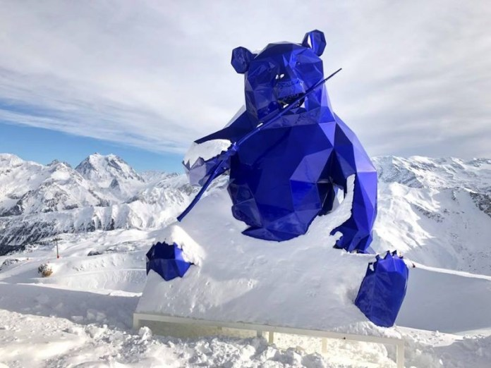 Een beer op de piste van Courchevel