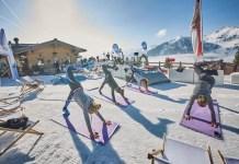 Yoga in de sneeuw. Foto saalbach,com, Daniel Roos