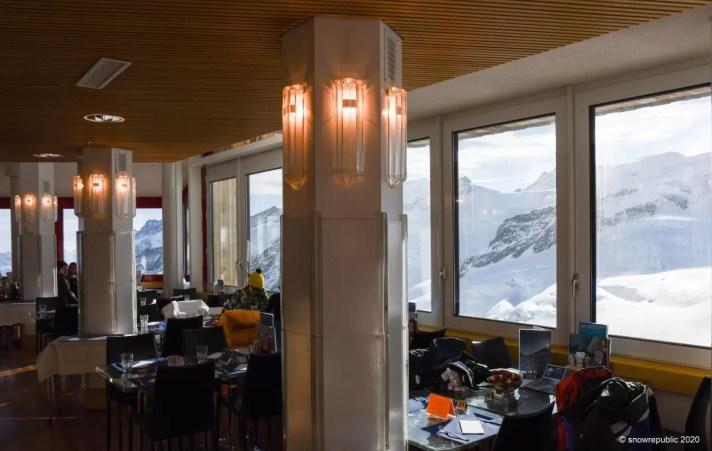 Jungfraujoch. Restaurant met uitzicht op de gletsjer.