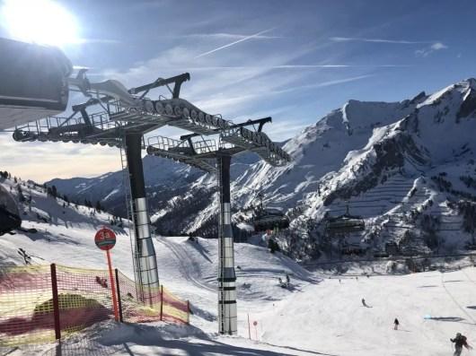 Skilift in de zon. Fotocredits: Peter de Vries