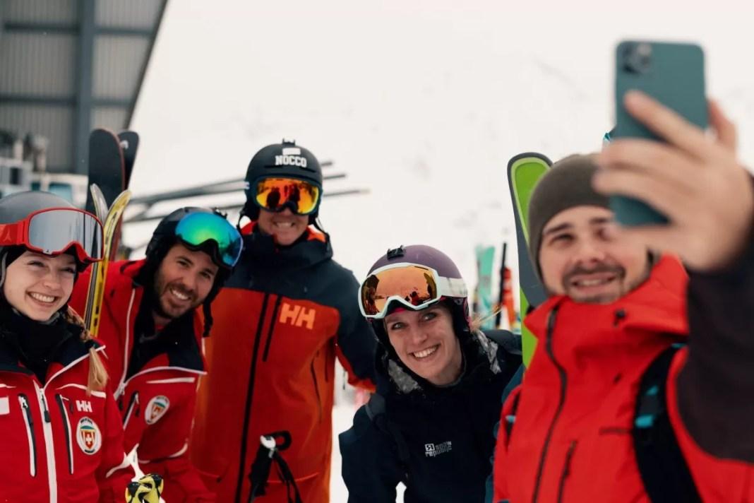 Gelukkig heeft de rest van de groep zich wel aan de rode dresscode gehouden! Foto: Lorenz Richard