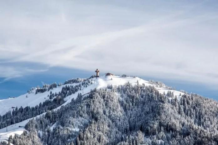 Het bekende Jakobskreuz in het Pillerseetal is al van verre zichtbaar. © rol.art-images