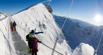 cliff-walk_titlis1