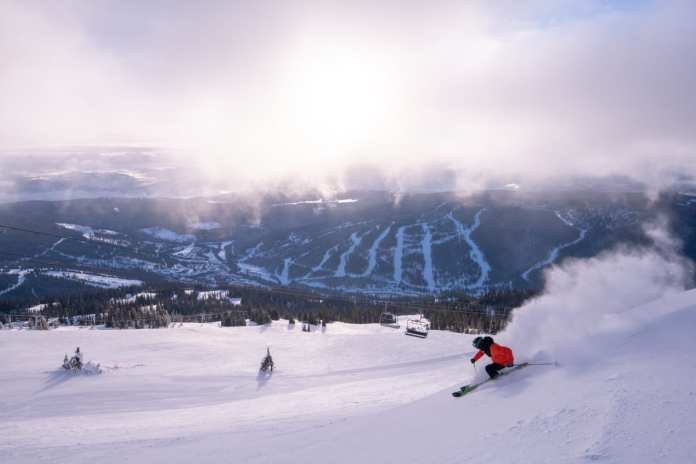 skiing at sun peaks resort