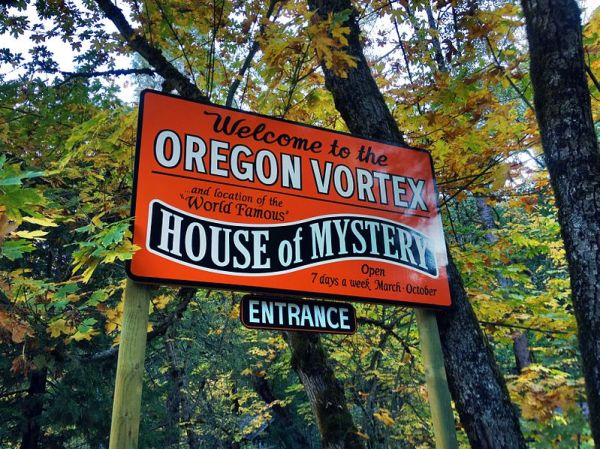 Entering_the_Oregon_Vortex_(6275492718)