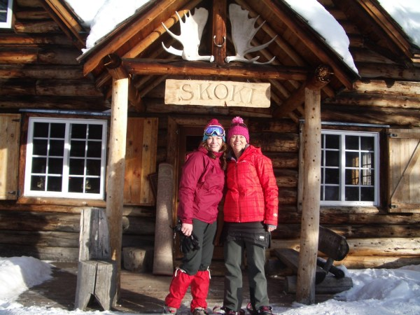 The required Skoki photo in front of the historic lodge