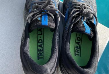 Tread Labs insole review: shoes with comfort insoles near pool