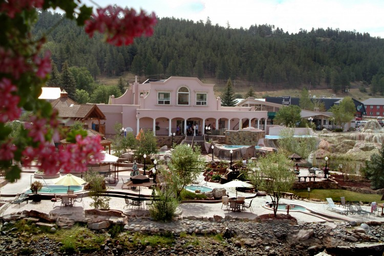 Pagosa Springs Resort: bath house and pools